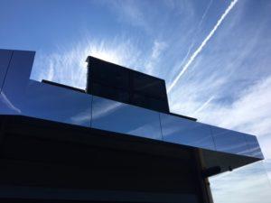 Ein Outdoor-Display bei Sonnenschein von mde-tec